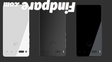 Essential PH-1 smartphone photo 3