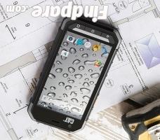 Caterpillar S30 smartphone photo 2